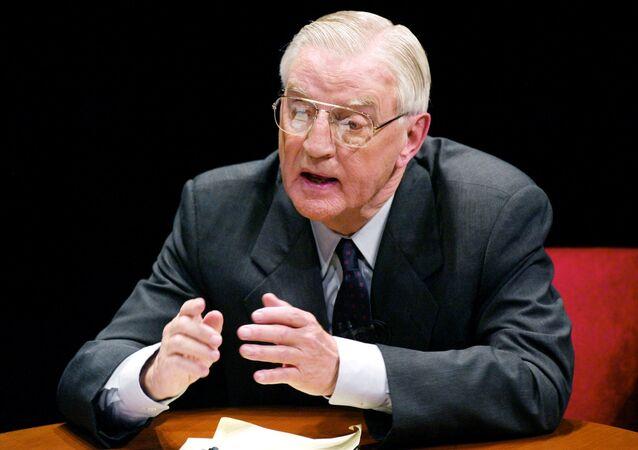 Ex-presidente dos EUA da administração de Jimmy Carter, Walter Mondale, durante debate con candidato republicano (foto de arquivo)