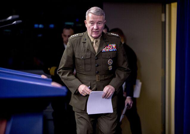 General Kenneth McKenzie, chefe do Comando Central dos Estados Unidos, chega para coletiva de imprensa no Pentágono em Washington, EUA, 30 de outubro de 2019