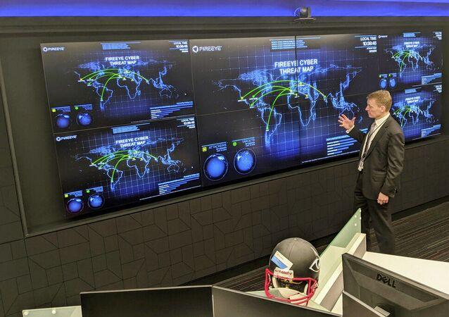 CEO da FireEye, Kevin Mandia, faz uma apresentação no escritório vazio da empresa de segurança cibernética em Reston, Virgínia, EUA (foto de arquivo).