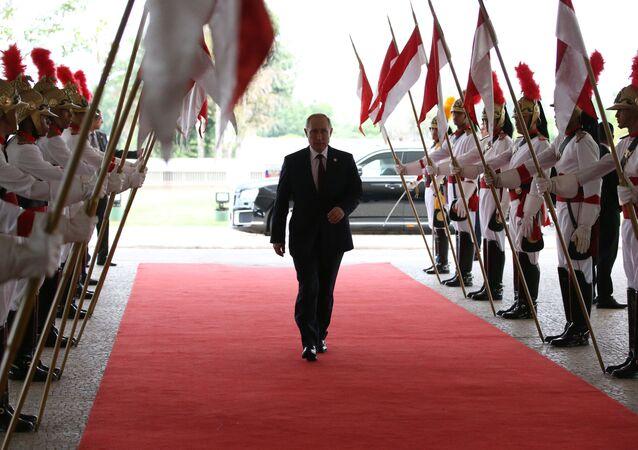 O presidente da Rússia, Vladimir Putin, chega ao Palácio do Planalto para encontro com o chefe de Estado brasileiro, Jair Bolsonaro, no âmbito da 11ª reunião de cúpula do BRICS, em Brasília