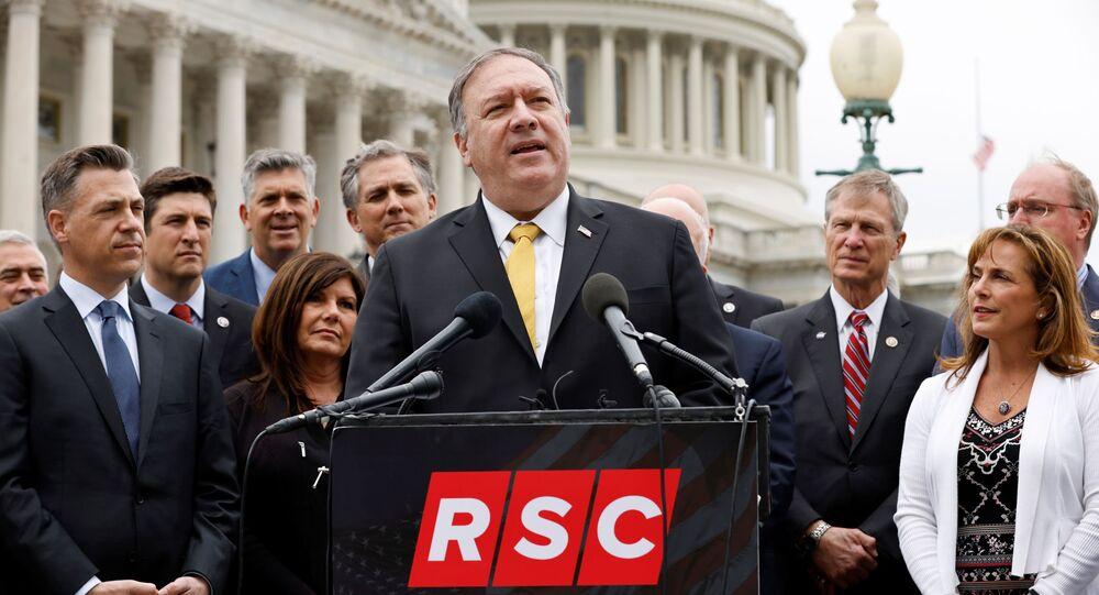 Ex-secretário de Estado dos EUA Mike Pompeo se junta aos membros do Comitê de Estudo Republicano para uma entrevista coletiva sobre a postura dos EUA em relação ao programa nuclear do Irã, no Capitólio dos EUA em Washington, EUA, 21 de abril de 2021