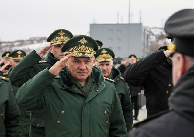 Sergei Shoigu, ministro da Defesa da Rússia, durante visita de trabalho e inspeção da infraestrutura de base e ancoragem dos cruzadores submarinos nucleares Borei e Borei-A na região de Murmansk, Rússia