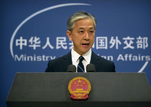 O porta-voz do Ministério das Relações Exteriores da China, Wang Wenbin, fala durante uma reunião diária no Ministério das Relações Exteriores em Pequim. Foto de arquivo