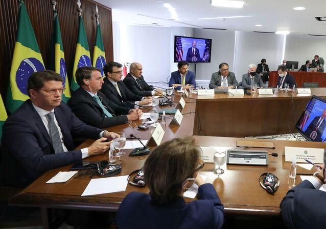 Presidente do Brasil, Jair Bolsonaro e seus ministros durante a Cúpula do Clima, 22 de abril de 2021
