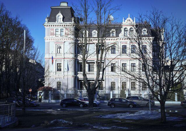 Vista prédio da embaixada da Rússia em Riga, na Letônia