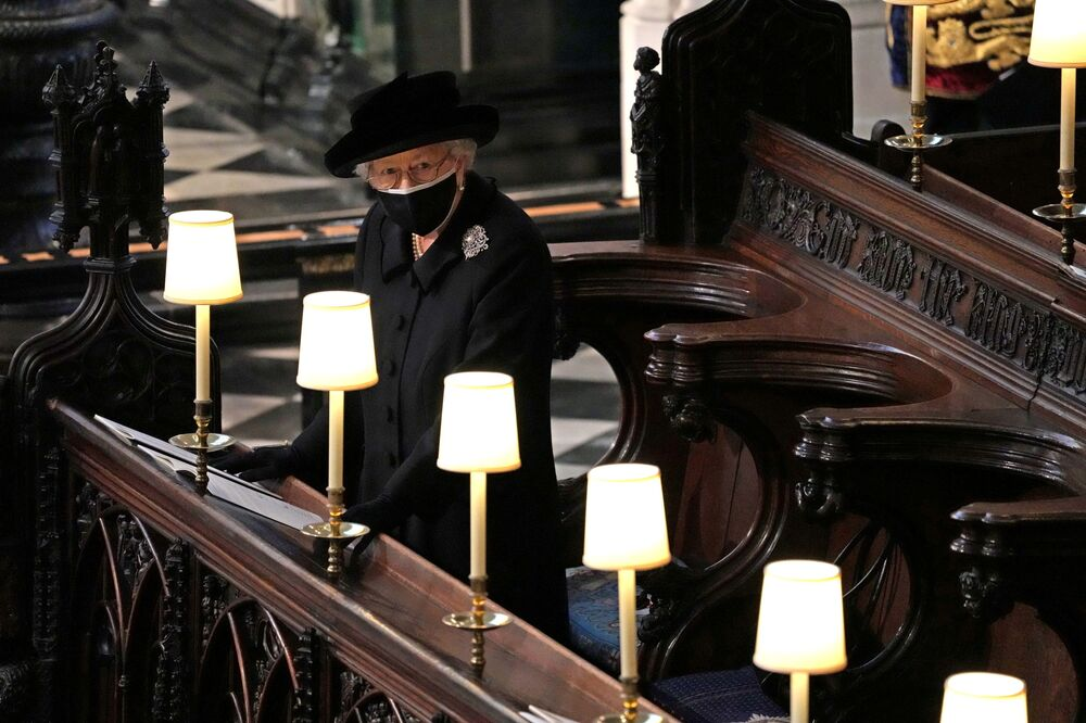 Rainha Elizabeth II do Reino Unido durante o funeral de seu marido, príncipe Philip, que morreu aos 99 anos, na Capela de São Jorge do Castelo de Windsor, Reino Unido, 17 de abril de 2021