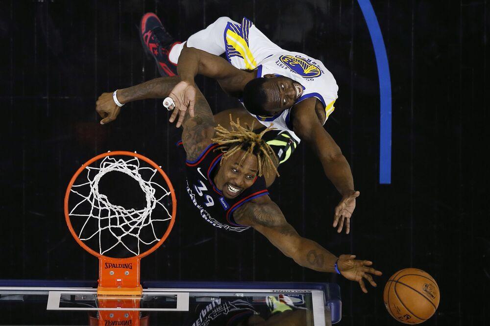 Basquetebolistas durante o jogo de basquetebol da NBA, 19 de abril de 2021, em Filadélfia, Pensilvânia, EUA, 19 de abril de 2021