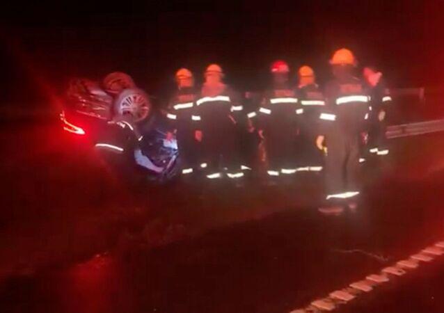 Trabalhos de resgate no local do acidente de trânsito onde morreu o ministro dos Transportes argentino, Mario Meoni