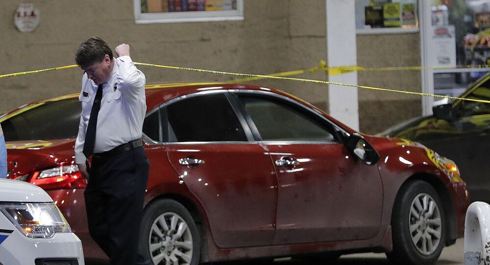 Em Nova Orleans, nos Estados Unidos, um policial investiga uma cena de crime, em 13 de fevereiro de 2018