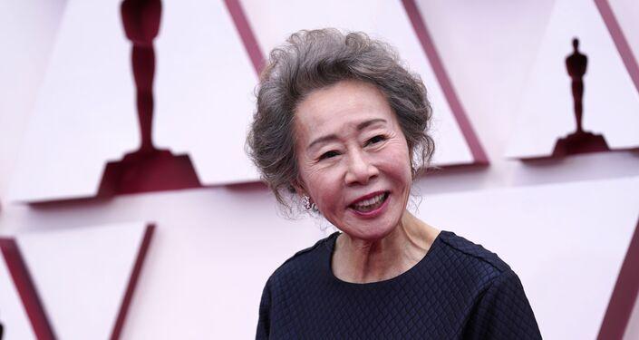 Youn Yuh-jung chega ao Oscar no domingo, 25 de abril de 2021, na Union Station em Los Angeles