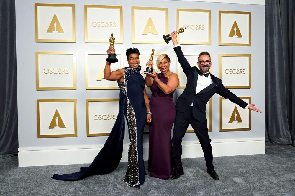 Mia Neal, Jamika Wilson e Sergio López-Rivera receberam Oscar de melhor cabelo e maquiagem pelo trabalho no filme A Voz Suprema do Blues