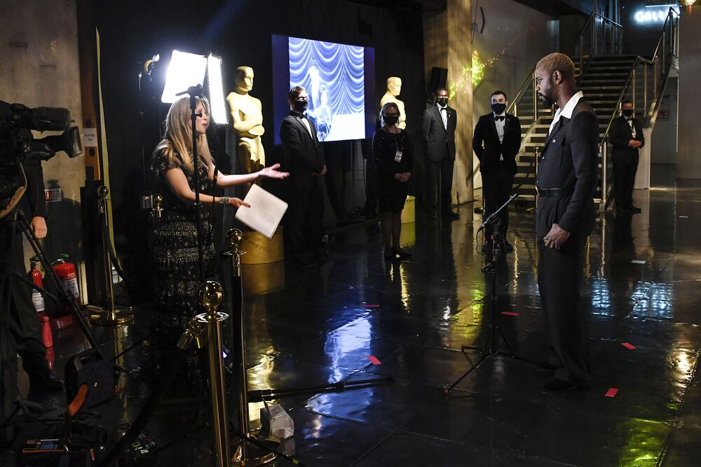 Ator Lakeith Stanfield durante a transmissão em vídeo da cerimônia do Oscar