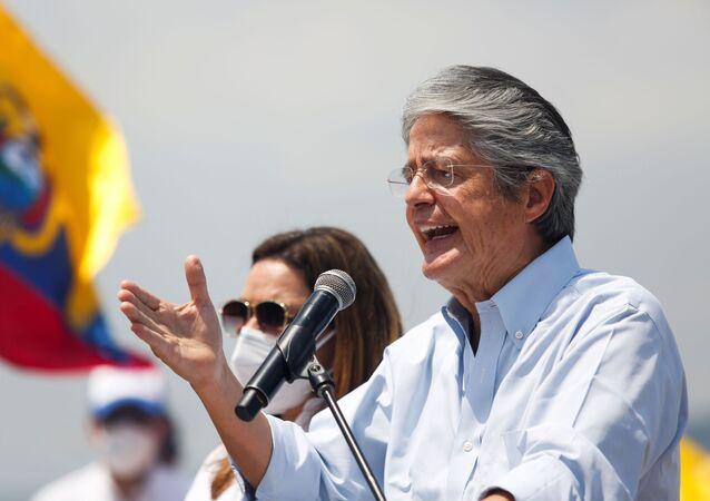 O presidente-eleito do Equador, Guillermo Lasso, em comício durante a campanha eleitoral em Guayaquil