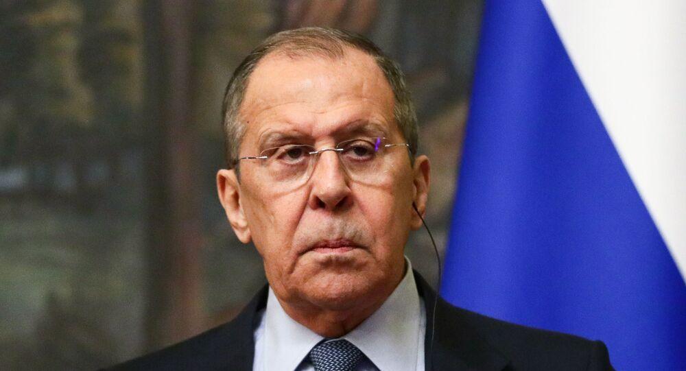 Em Moscou, o ministro das Relações Exteriores da Rússia, Sergei Lavrov, participa de uma coletiva de imprensa após encontro com o chanceler de Honduras, Lisandro Rosales, em 26 de abril de 2021