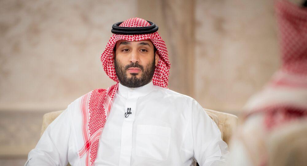 Príncipe herdeiro da Arábia Saudita, Mohammed bin Salman, fala durante entrevista de televisão em Riad, Arábia Saudita, 27 de abril de 2021