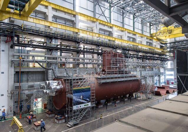 O primeiro dos quatro submarinos diesel-elétricos em construção no estaleiro de submarinos em Itaguaí, no estado do Rio de Janeiro, Brasil, em 22 de maio de 2014, quando a indústria naval brasileira ainda estava em alta