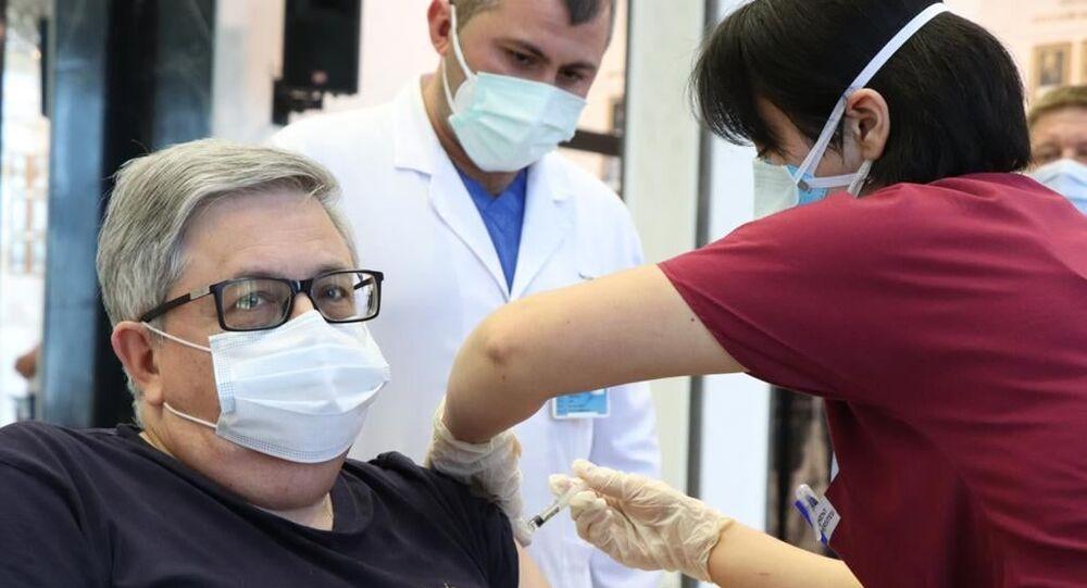 Funcionários da Embaixada da Rússia em Ancara, na Turquia, começaram a ser vacinados com a Sputnik V.