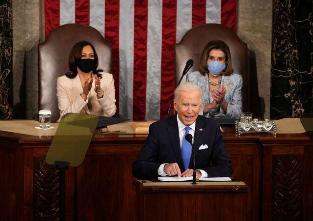 Em Washington, o presidente dos Estados Unidos, Joe Biden, participa de sessão conjunta do Congresso norte-americano em discurso marcando o 100º dia de sua gestão, em 28 de abril de 2021