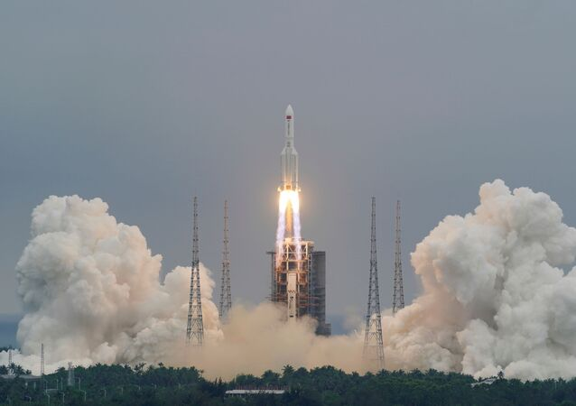 Foguete Longa Marcha-5B Y2 transporta módulo da estação espacial chinesa Tianhe, em Wenchang, na província de Hainan, China, 29 de abril de 2021