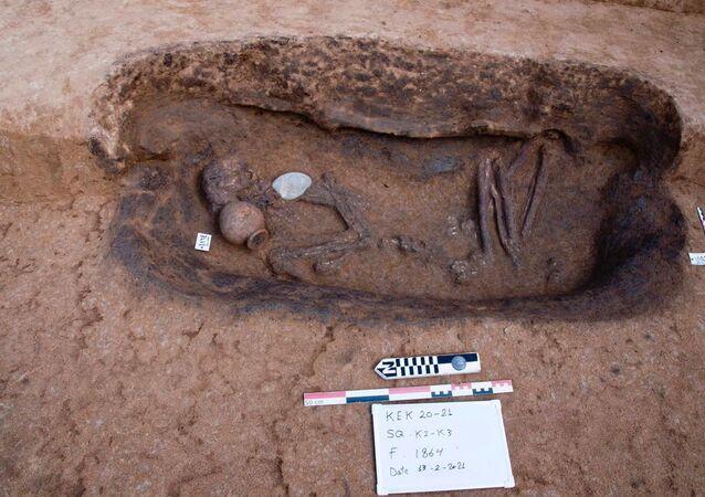 Esqueleto em tumba rara no delta do Nilo  (imagem referencial)