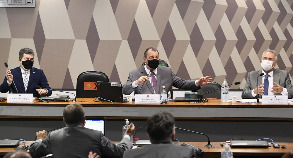 Senadores durante reunião da CPI da COVID-19.