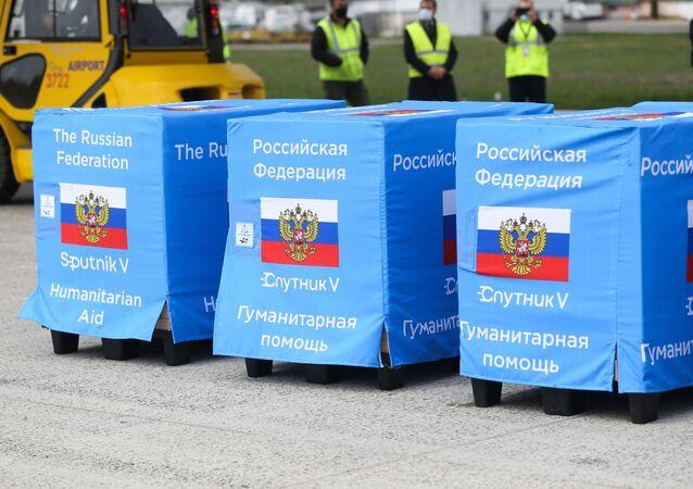 Carregamentos da vacina russa Sputnik V no Aeroporto Internacional de Chisinau, na Moldávia