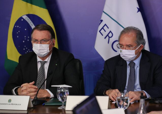 O presidente Jair Bolsonaro participa da Cúpula do Mercosul ao lado do ministro da Economia, Paulo Guedes.