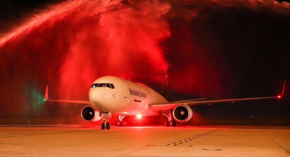 Aeronave carregada com primeiro lote de vacinas da Pfizer/BioNTech chega ao aeroporto de Viracopos, em Campinas (SP)