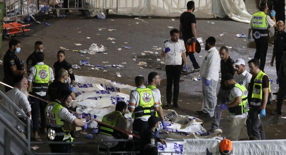 Equipes de resgate no festival Lag Baômer, no Monte Meron, em Israel, onde diversas pessoas morreram, em 30 de abril de 2021