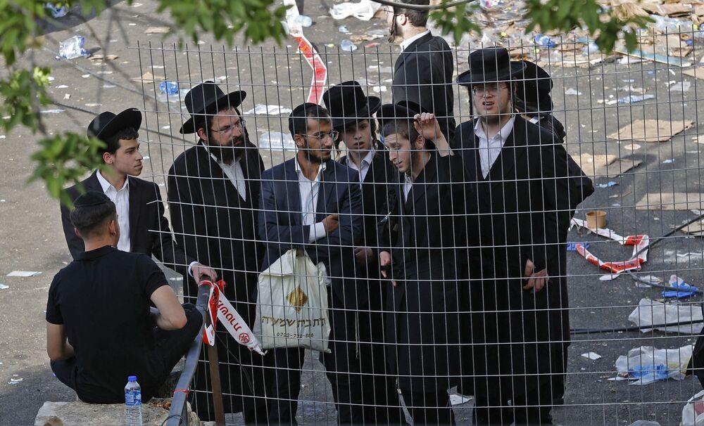 Judeus ortodoxos de Meron, no norte de Israel, no local da debandada ocorrida durante um evento religioso