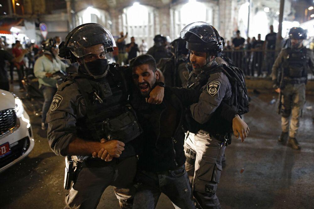 Médicos e equipes de resgate prestam assistência às vítimas da debandada de 30 de abril no monte Meron, no norte de Israel