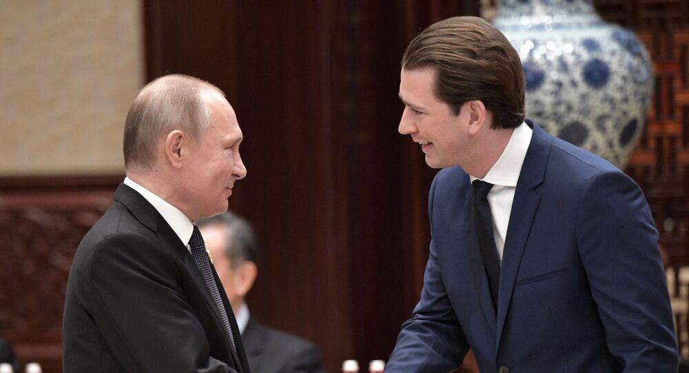 Presidente da Rússia, Vladimir Putin, e chanceler da Áustria, Sebastian Kurz, em mesa-redonda do fórum internacional de cooperação Um Cinturão, Uma Rota em Pequim, China, 27 de abril de 2019