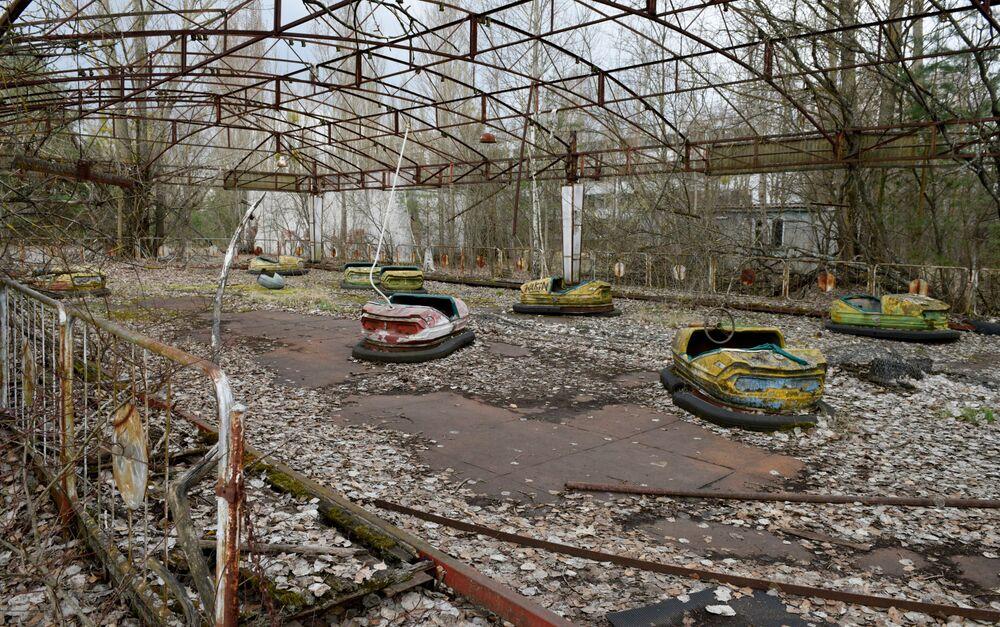 Parque de diversões abandonado na zona de exclusão de Chernobyl, Ucrânia, 26 de abril de 2021. Desastre na usina nuclear de Chernobyl completou 35 anos neste ano