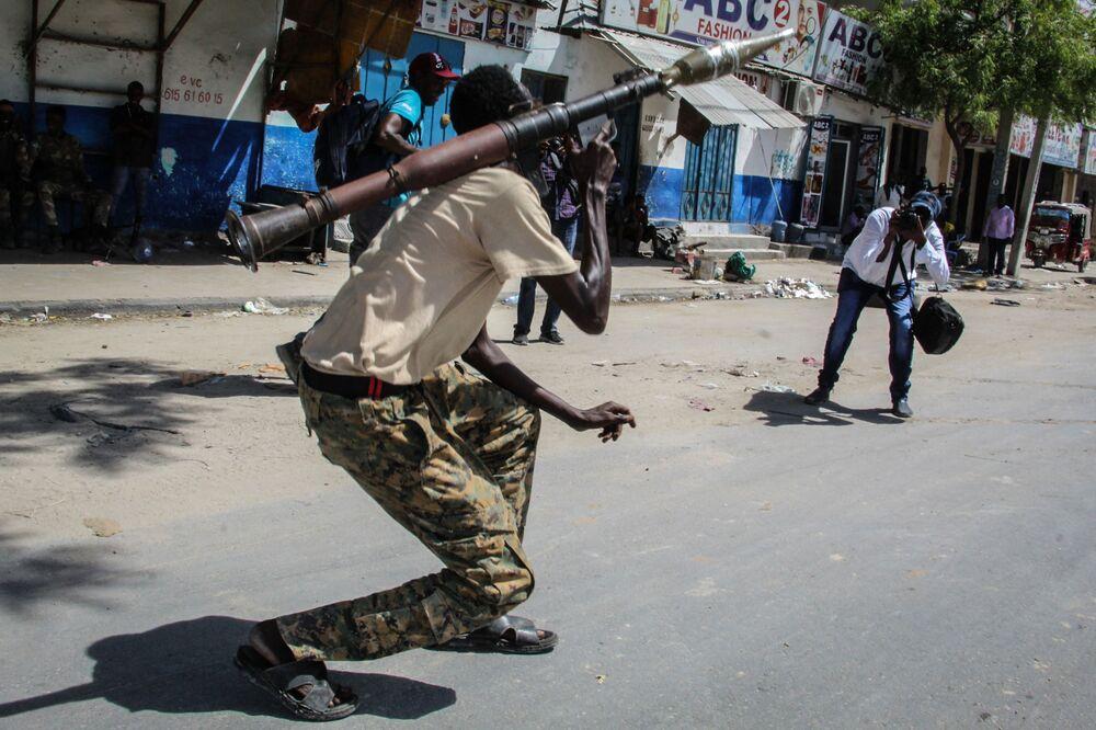 Militar da Somália em rua da cidade de Mogadíscio, na Somália, 25 de abril de 2021