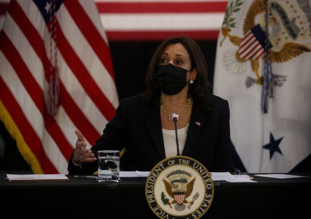 A vice-presidente dos Estados Unidos, Kamala Harris, durante mesa redonda sobre economia na Universidade de Cincinnati, no estado americano de Ohio, em 30 de abril de 2021