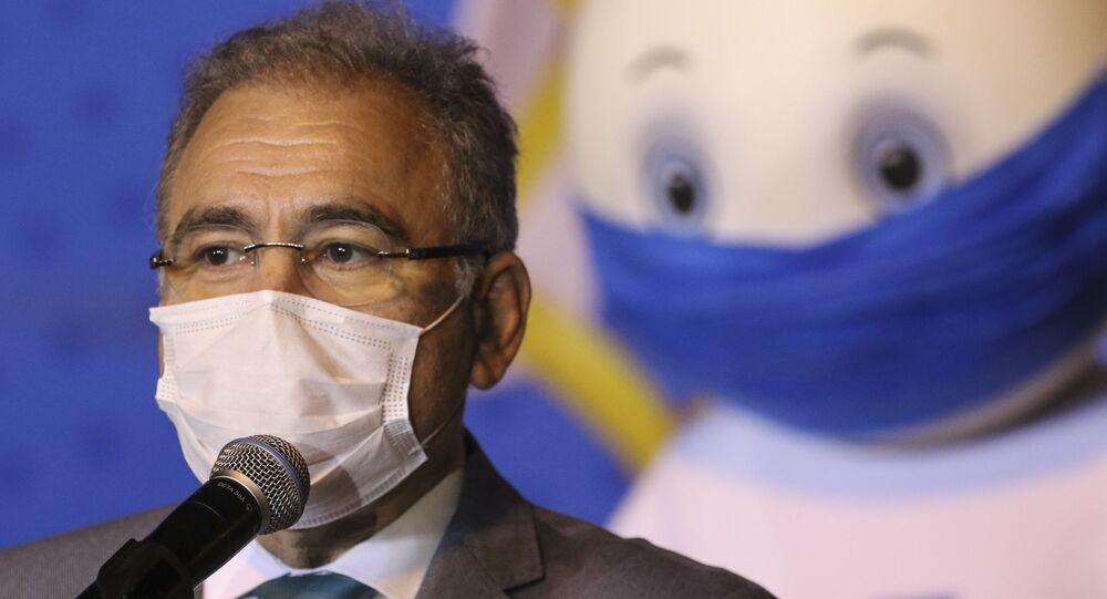Em Campinas, interior de São Paulo, o ministro da Saúde do Brasil, Marcelo Queiroga, discursa durante cerimônia de entrega de um milhão de doses da vacina da Pfizer/BioNTech contra a COVID-19, em 29 de abril de 2021