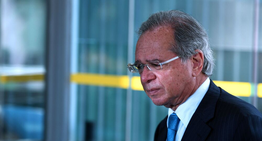 Ministro da Economia, Paulo Guedes, durante conversa com a imprensa, na sede do Ministério da Economia, no dia 28 de abril de 2021, em Brasília