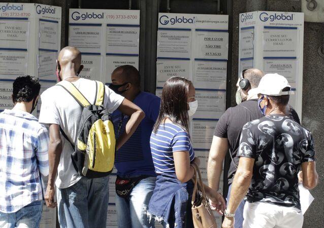 Movimento em agência de emprego em Campinas, no interior de São Paulo, no dia 7 de abril de 2021