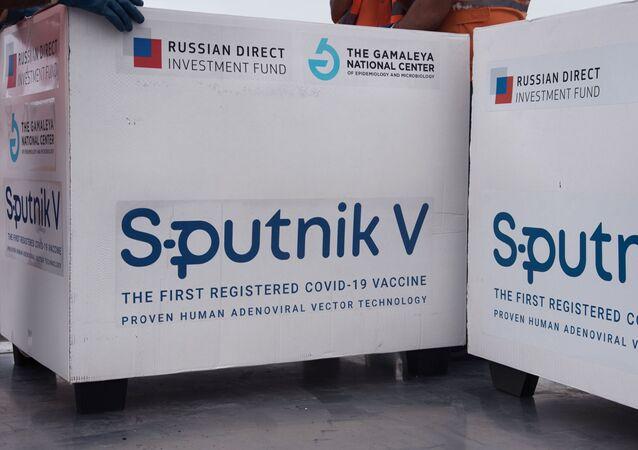 Lote da vacina russa contra a COVID-19, a Sputnik V, para exportação.