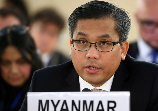 O embaixador de Mianmar nas Nações Unidas , Kyaw Moe Tun, fala ao Conselho de Direitos Humanos da ONU em Genebra, Suíça, em 11 de março de 2019