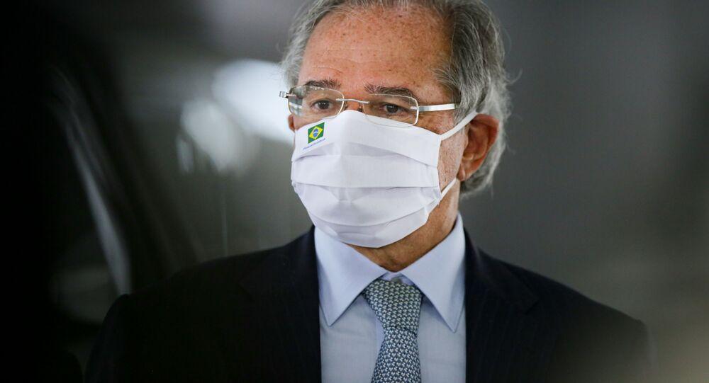 O ministro da Economia, Paulo Guedes, concede entrevista no Palácio do Planalto.