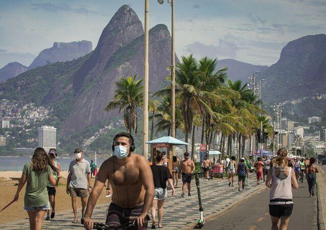 Movimentação praia de Ipanema, no Rio de Janeiro, no dia 18 de abril de 2021
