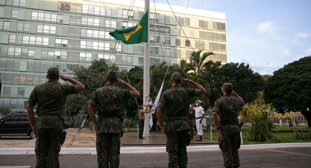 Militares participam de cerimônia, em frente ao Ministério da Defesa, em Brasília, no dia 30 de março de 2021