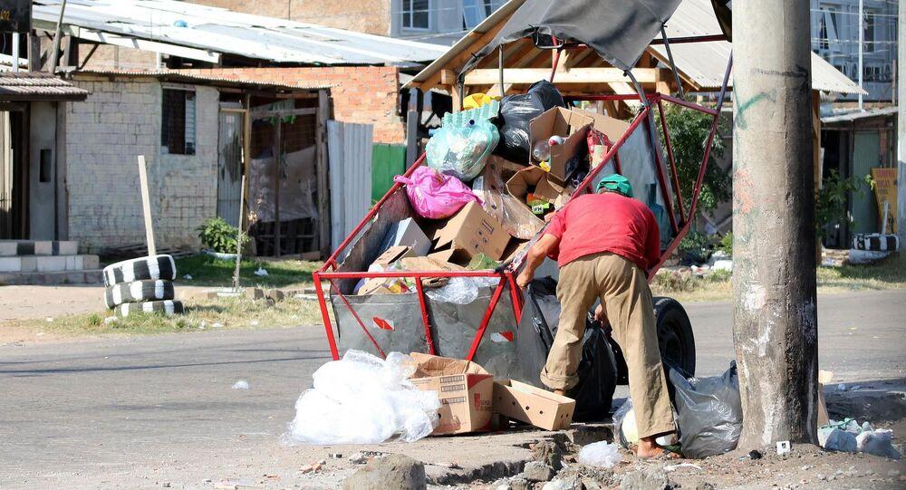 Vista de favela nas proximidades da Arena do Grêmio, Vila Farrapos, comunidade em extrema pobreza durante a pandemia do novo coronavírus, em 16 de abril de 2021
