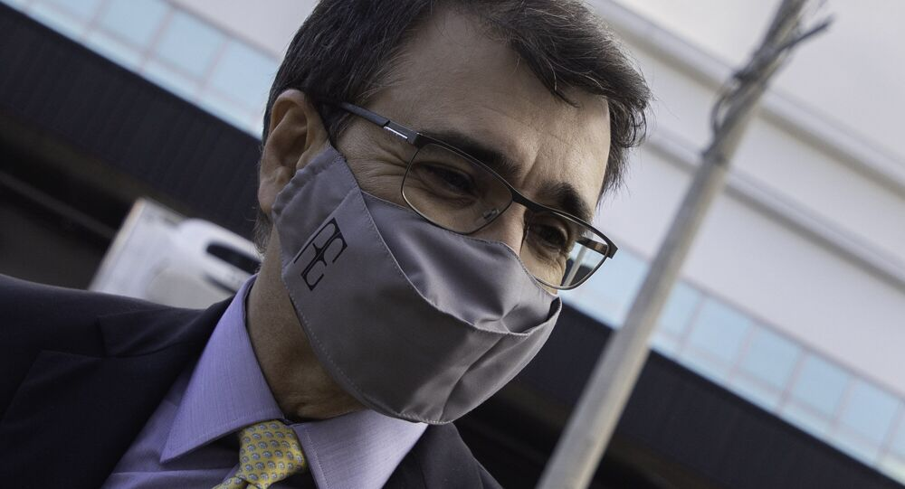 Ministro das Relações Exteriores, Carlos França, durante visita a centro de distribuição em Guarulhos (SP), 29 de abril de 2021