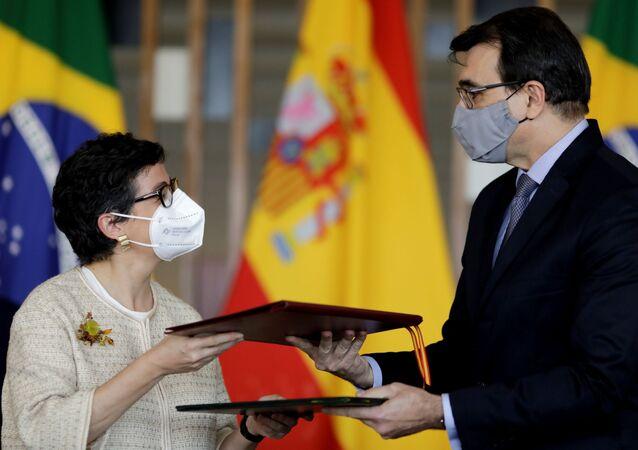 O ministro das Relações Exteriores do Brasil, Carlos França, durante encontro com a chanceler espanhola Arancha González em Brasília