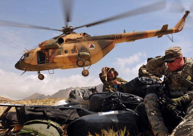 A 438ª Asa Expedicionária Aérea da Força Aérea e a 438ª Asa Consultiva Expedicionária Aérea prepararam e entregaram ajuda humanitária no Afeganistão, em 9 de agosto de 2010.