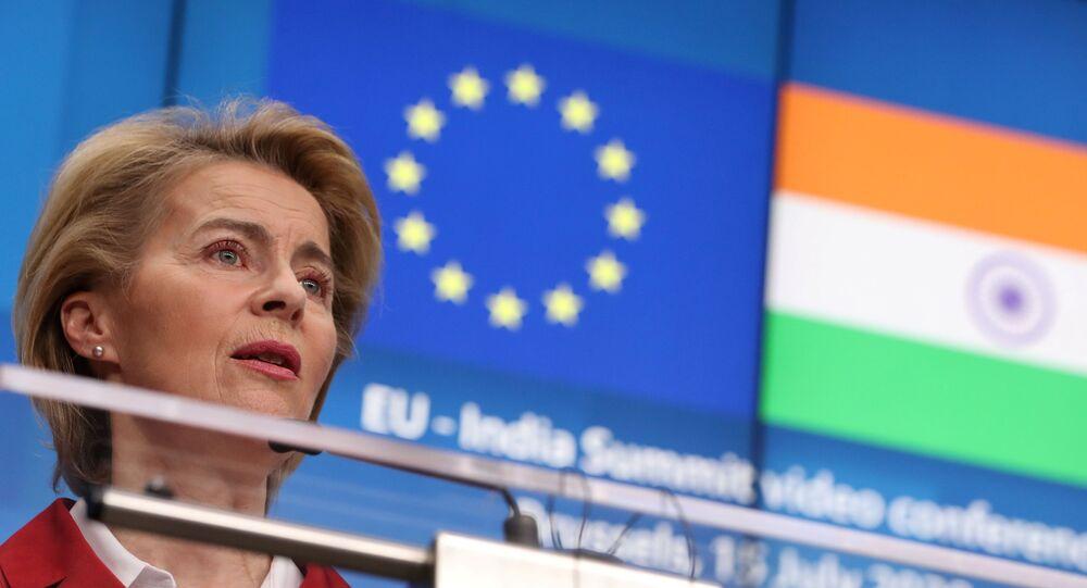 Em Bruxelas, na Bélgica, a presidente da Comissão Europeia, Ursula von der Leyen, fala durante uma coletiva de imprensa durante evento virtual com o premiê indiano, Narendra Modi, em 15 de julho de 2020