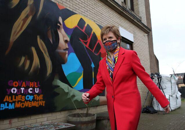 A primeira-ministra da Escócia, Nicola Sturgeon, durante a campanha eleitoral para o Parlamento escocês em Glasgow