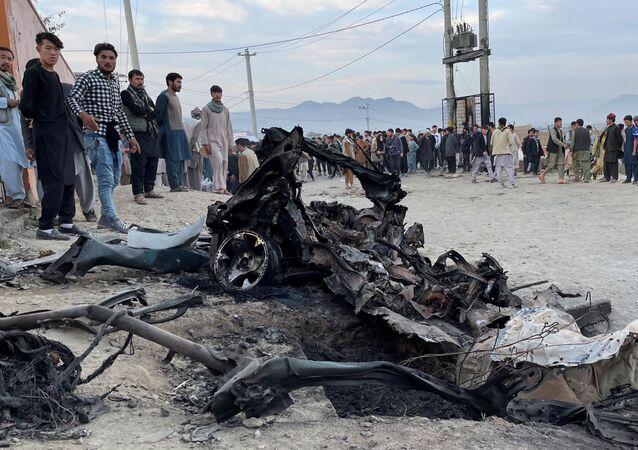 Local da explosão de um carro-bomba em Cabul, Afeganistão